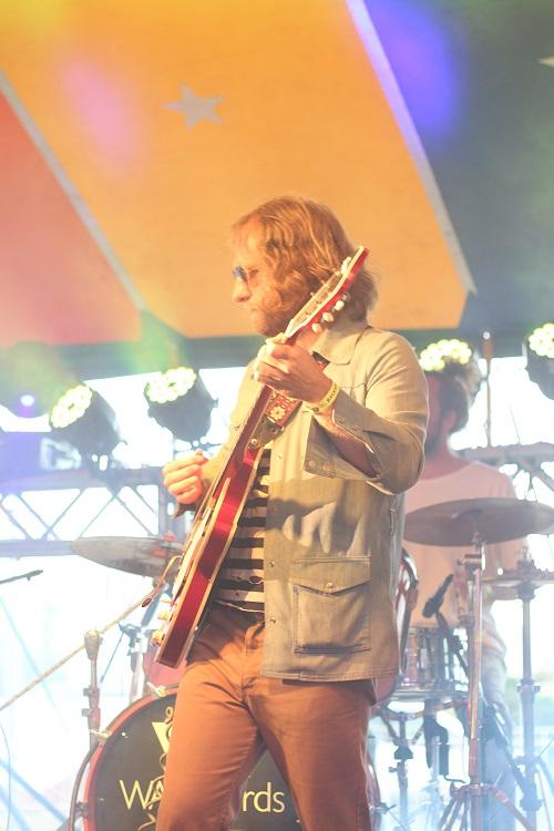 Matt e o baterista misterioso no festival PicniK. Foto por Alexandre Giglio.