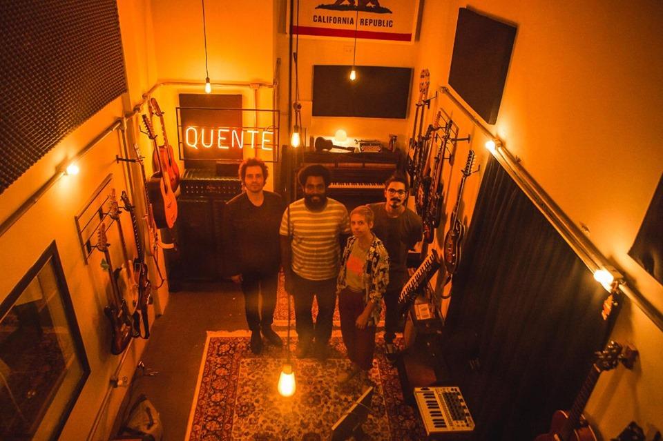 gravando no studio quente