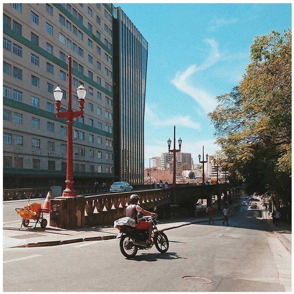 """Viaduto de Santa Teresa, BH"" de Hermano Lamas, ilustra a capa do single duplo."